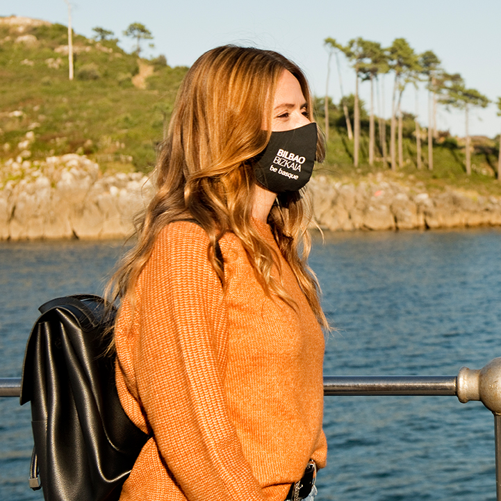 Un paseo por la marinera Lekeitio con Itziar Ituño