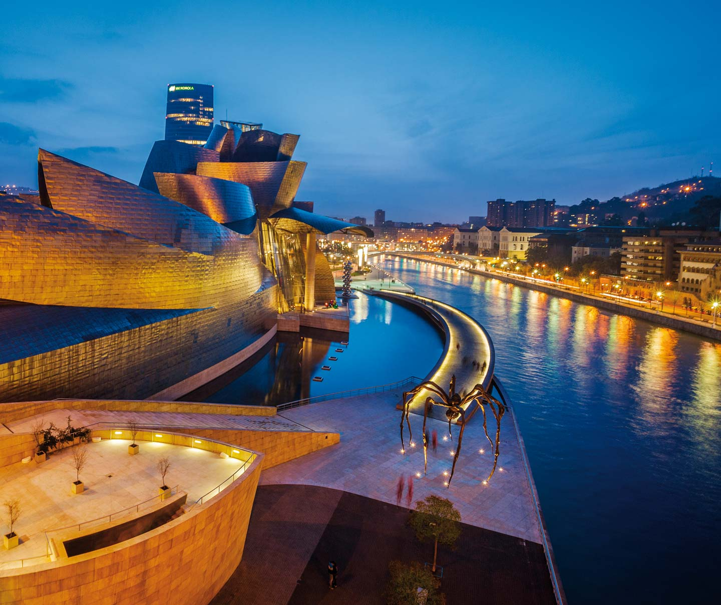 Walking tour of twenty-first-century Bilbao